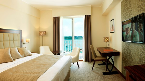 grand-hotel-portoroz-executive-double-room-sea-view-balcony-television-tabel-chair
