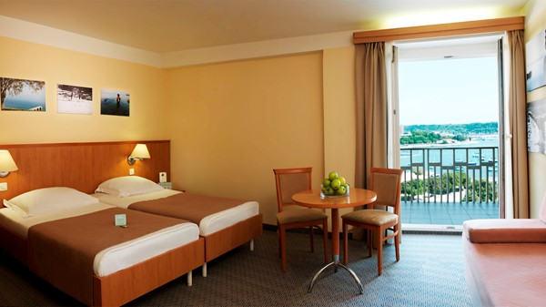 hotel-neptun-twin-bed-sea-view-balcony