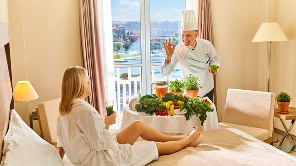 hotel-apollo-storytelling-double-bed-sea-view-woman-drinking-smoothie-chef-herbs