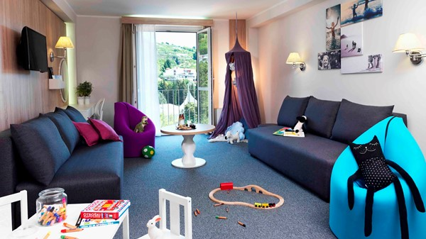 family-friendly-hotel-mirna-happy-family-room-605-park-view-toys